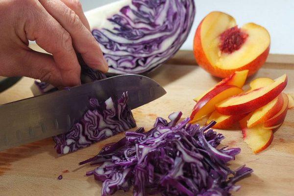 la recette simple et facile de la salade de chou rouge, grenade et nectarine