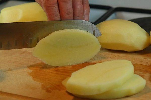 Retour du marché. Et si on se faisait des moules avec de bonnes potatoes country maison cuites au four ? Ça vous tente ? C'est par ici !