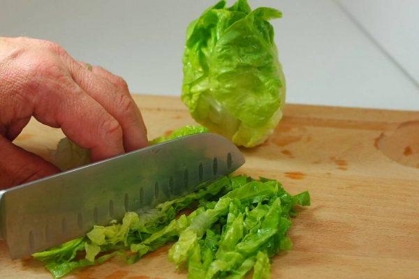 Découvrez la salade Thaï mangue et crevettes rapide et facile à réaliser en quelques minutes. Retrouvez toutes les explications de la recette en progression photo sur le blog www.courtbouillon.fr