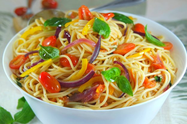 Le plat de spaghettis à la Napolitaine ! Là mes amis, je peux vous dire, qu'on touche à un des plats les plus populaires de la cuisine italienne. Le plat des amoureux !
