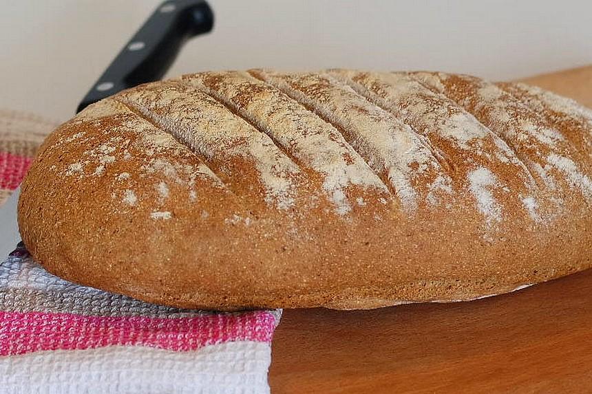 Le pain complet. La meilleure alternative nutritionnelle au pain blanc de table. Facile à réaliser ce pain moelleux se garde plus de 3 jours sans rassir.