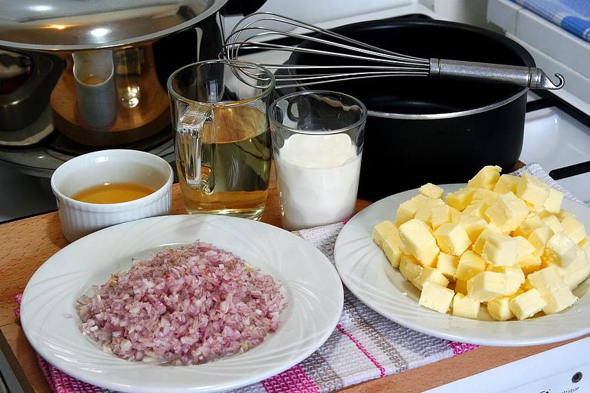 La sauce au beurre blanc pour tout vos poissons et crustacés. C'est THE SAUCE par excellence. Recette explicative aux pas à pas.